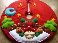 Pie de arbol navideño Diy Christmas Tree Skirt, Felt Christmas Ornaments, Christmas Sewing, Christmas Love, Xmas Tree, Christmas Stockings, Christmas Crafts, Christmas Decorations, Holiday Decor
