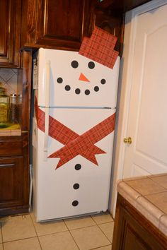 Christmas DIY Crafts for kids Snowman Refrigerator. Christmas Crafts For Kids, Christmas Snowman, Christmas Projects, Simple Christmas, Winter Christmas, All Things Christmas, Holiday Crafts, Holiday Fun, Christmas Holidays