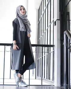 35 Trendy And Fashionable Hijab Style For Teens - Herren- und Damenmode - Kleidung Islamic Fashion, Muslim Fashion, Modest Fashion, Fashion Outfits, Fashion Muslimah, Sneakers Fashion, Fashion 2017, Fashion Clothes, Hijab Casual