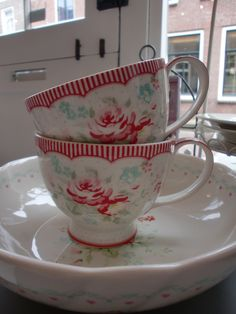 GreenGate tea cups and salad bowl Abelone White