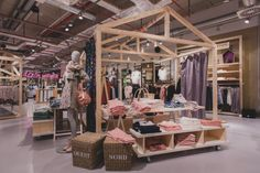 Store fixtures- love the table-Zapata Store by REAL INNENAUSBAU AG, Neu-Ulm – Germany » Retail Design Blog