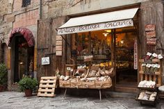 Tuscan cuisine is all about simple deliciousness.