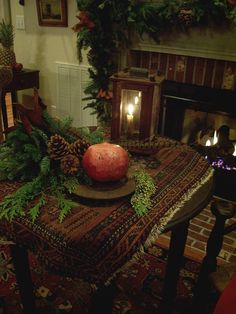 Save A Fortune With These Interior Design Tips Primitive Christmas, Rustic Christmas, Christmas Crafts, Simple Christmas, Prim Decor, Rustic Decor, Christmas Centerpieces, Xmas Decorations, Primitive Living Room