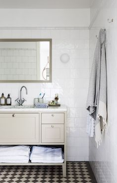Bathroom in shaker style. Bathroom in shaker style. Bathroom in shaker style. Bathroom Vanity, Diy Bathroom, Modern Master Bathroom, Bathroom Interior, Bathroom Decor, Bathroom Makeover, Shaker Style, New Toilet, Bathroom
