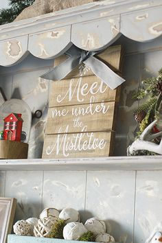 Last-Minute Holiday Decor Ideas, Mixing High & Low Pieces, Budget, Holiday Decor, Inspiration, Signs, Winter, Cute, Garland, Bows #KatalinaGirl