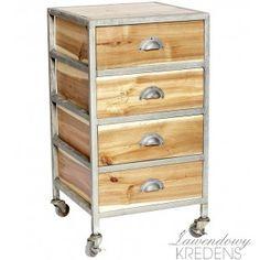 Szafka na kółkach w stylu skandynawskim z czterema szufladkami. Więcej mebli skandynawskich na http://lawendowykredens.pl/pl/134-meble-hubsch