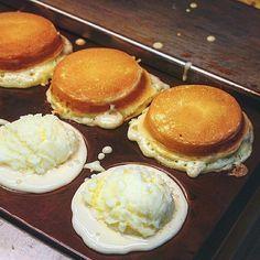 Custard pancakes anyone? Taiwan Street Food, Taiwan Food, Asian Desserts, Asian Recipes, Wheel Cake, Hot Wheels, Taiwanese Cuisine, Molecular Gastronomy, International Recipes