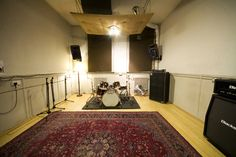 11 well equipped and maintained rehearsal studios @BEStudios in a former tram station. Brighton Electric Rehearsal Rooms http://www.allstudios.co.uk/index.php?r=studios/view=486=rehearsal-room#