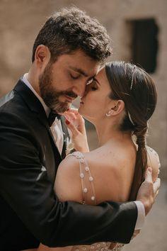 Romantic wedding couple portrait | Image by Pablo Laguia