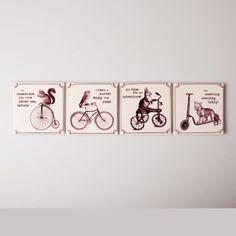 4 sous-verre rétro, motifs animaux, véhicules anciens et inscriptions en anglais. En céramique. Chez Esprit British : http://www.esprit-british.com/categorie-produit/arts-de-la-table/plat-plateau-sous-verre/