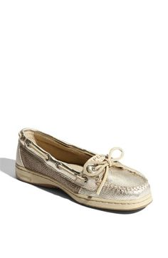 want these sperrys!