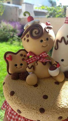 Christmas Gingerbread Men, Gingerbread Ornaments, Polymer Clay Christmas, Clay Ornaments, Diy Christmas Ornaments, Christmas Projects, Fondant Figures, Clay Figures, Clay Projects