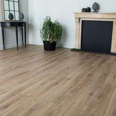 Parquet stratifié chêne prestige 10mm Windsor - Magasin déco   KALICO Hardwood Floors, Flooring, Prestige, Windsor, Oak Laminate Flooring, Laminate Flooring, Landing, Home, Wood Floor Tiles