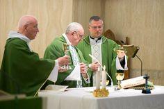 La Santa Misa no es una acto social ni una simple reunión de creyentes para rezar juntos, sino que es mucho más. Es La Última Cena, y Dios e...