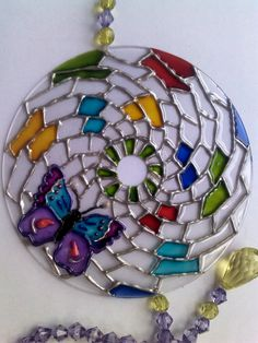 how to make decorative mandalas with cd - Google Search Recycled Cd Crafts, Old Cd Crafts, Cd Recycle, Make Wind Chimes, Cd Diy, Old Cds, Stained Glass Patterns, Hand Embroidery Designs, Bottle Art