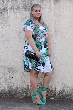 823ee4437 Look do dia com vestido tropical da Predilect's Plus e wallet da Petite  Jolie: uma