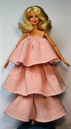 Knit clothes for Barbie and other dolls Barbie Knitting Patterns, Doll Patterns Free, Barbie Patterns, Doll Clothes Patterns, Clothing Patterns, Sewing Barbie Clothes, Knitting Dolls Clothes, Knit And Crochet Now, Barbie Dress