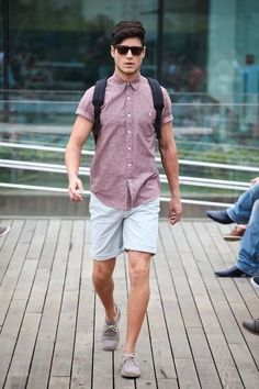 Easy-Yet-Sexy-Travel-Outfits-For-Men mens fashion summer Fashion Moda, Mens Fashion, Fashion Menswear, Style Fashion, Fashion Photo, Casual Menswear, Guy Fashion, School Fashion, Sunglasses For Your Face Shape