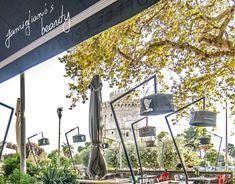 """Ανακάλυψε την ομορφιά του Famigliano, κάθε ώρα και μια διαφορετική """"ζωγραφιά"""" της πόλης μας περνάει από μπροστά σου...  💻 www.famiglianodelivery.gr ☎️ 2316.008.188 ➡️ Τσιρογιάννη 5, απέναντι από τον Λευκό Πύργο  #handmade_happiness #Λευκός_Πύργος #famigliano #ourplace #myfamigliano"""