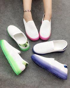 Mua giày nữ đẹp online ở đâu - Slip on nhựa cho mùa mưa này