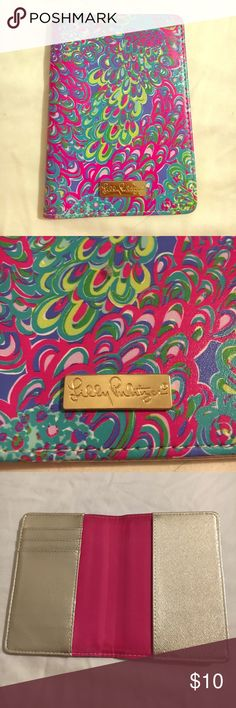 LILLY PULITZER Passport Holder Lilly Pulitzer passport holder. Used once and in great condition. Lilly Pulitzer Other