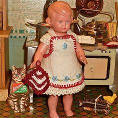 * Kleine Köchin * 30/50 Jahre Schildkröt für die Puppenküche.