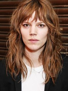 Curly Hair With Bangs, Long Curly Hair, Curly Hair Styles, Messy Bangs, Chic Hairstyles, Hairstyles With Bangs, French Hairstyles, Long Shag Haircut, Grunge Hair