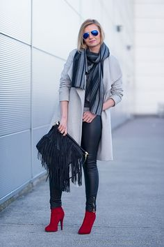 66 Stylish Women's Windy Day Outfit That Dare You The Enjoy Your Day https://www.tukuoke.com/stylish-womens-windy-day-outfit-that-dare-you-the-enjoy-your-day-888