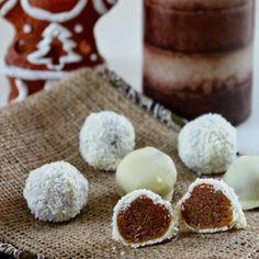 Feines Marzipan mit Amaretto, Orangenmarmelade und gemahlenen Spekulatius umhüllt von weißer Schokolade