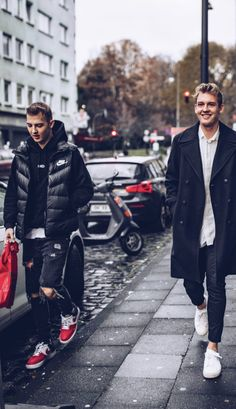 Julian Brandt, Dfb Team, Germany Football, Passionate People, Boyfriend Style, Football Players, How To Look Better, Bomber Jacket, Soccer