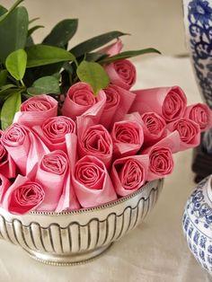 pliage de serviettes en forme de roses Pretty paper napkins for a buffet Pink Parties, Birthday Parties, Birthday Drinks, Festa Party, Partys, Party Entertainment, Decoration Table, Pink Party Decorations, High Tea