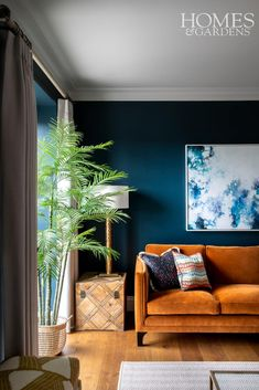 This living room has a sophisticated scheme of complimentary colours, orange and blue. Ornamentation has been kept to a minimum to allow the bold colour choices stand out. Living Room Orange, Colourful Living Room, Living Room Accents, Living Room Color Schemes, Chic Living Room, Living Room Colors, Living Room Sofa, Home Living Room, Blue Living Room Walls
