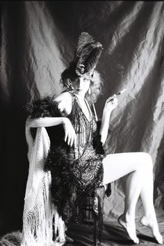 I Love Vintage Vampire dress Schade earrings. I Love Vintage Vampire dress (you can find it here !) Picture by the amazing Adeline Rapon, with the lovely Eva Vintage Glamour, Vintage Girls, Vintage Beauty, Vintage Vogue, Vintage Fashion, 1920s Glamour, Vintage Woman, Estilo Gatsby, Vampire Dress