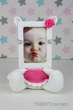 This is a crochet pattern (PDF file) NOT a finished doll you see on the photos!  This pattern is available in: English German Russian  SKILL LEVEL: INTERMEDIATE Photo Frame KITTY – size 27 cm (10,5 in), if using fingering weight yarn (14 wpi, YarnArtBegonia).  Material: • yarn • hook 2.5 mm • glue gun • soft stuffing • scissors • Photo Frame 10x15 (frame width of 1.5 cm, thickness 1 cm) • cardboard • needle for sewing • black yarn • openwork ribbon  Pattern exists only in electronic form…