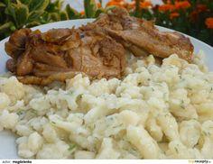 Vajcia rozšľaháme s trochou vody. Do misy dáme múku, soľ, rozšľahané vajcia, kôpor, varechou spracúvame, pridávame ďalšiu vodu podľa potreby.... Risotto, Grains, Rice, Chicken, Ethnic Recipes, Food, Basket, Essen, Meals