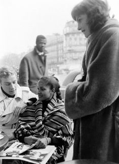 Actress Marpessa Dawn and husband Georges Vander, Paris, Jan 1960 Interacial Love, Interacial Couples, Black Couples, Cute Couples, Mixed Couples, Marpessa Dawn, Black Orpheus, Biracial Couples, Couple Laughing