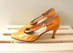 vintage high heels 50s 60s pumps shoes by diaphanousvintage