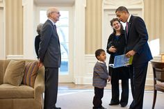 """President Barack Obama reads from his book, """"Of Thee I Sing: A Letter to My Daughters,"""" during a visit by Supreme Court Justice Stephen Breyer and his family to the Oval Office, March 2, 2011. Joining them, from left, are Justice Breyer's wife Joanna Breyer, grandson Eli Essiam Breyer and daughter Nell Breyer. (Official White House Photo by Pete Souza)"""