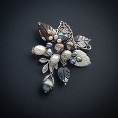Фотография Bead Embroidery Jewelry, Soutache Jewelry, Beaded Jewelry, Pearl Brooch, Beaded Brooch, Brooches Handmade, Vintage Brooches, Fall Jewelry, Jewelry Crafts