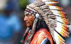 Herunterladen hintergrundbild indianer, federn, alter mann, peru