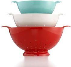 Martha Stewart Colander- red white and aqua! Perfect for a patriotic, Viking kitchen. Aqua Kitchen, Turquoise Kitchen, Cherry Kitchen, Kitchen Redo, Kitchen Remodel, Kitchen Ideas, Red And Teal, Red Turquoise, Red White Blue
