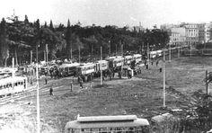 Tram fermi in Piazzale del Verano Anno: 11 settembre 1933