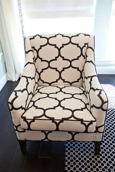 Chic quatrefoil Navy and off white patterned chair Eclectic Living Room, Chic Living Room, Living Rooms, Home Furniture, Furniture Design, Patterned Chair, Interiores Design, Home Decor Inspiration, Decorating Your Home