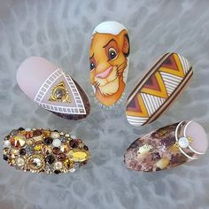 Amazing hand painted Lion King nails by Ugly Duckling Art Educator ? Ugly Duckling Nails is dedicated to keeping love support and positivity flowing in our industry ? Nail Art Disney, Disney Acrylic Nails, Summer Acrylic Nails, Best Acrylic Nails, Cute Nail Art Designs, Disney Nail Designs, Lion King Nails, Lion Nails, Nail Swag