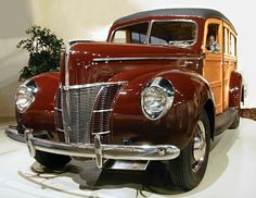 Those were the days; when you had an accident, you needed a good carpenter more than a mechanic. Those were the days of motor vehicles, not cars! Vintage Cars, Antique Cars, Vintage Ideas, Vintage Stuff, Vintage Shoes, Woody Wagon, Ford Lincoln Mercury, Us Cars, Car Ford