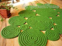 Freeform Rug Handmade Rug Green Rug Wall Hanging Rug by GreatHome Jute Rug, Woven Rug, Rag Rug Tutorial, Braided Rag Rugs, Natural Rug, Happy Colors, Hand Crochet, Flower Crochet, Diy Crochet