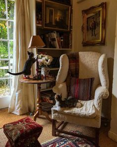 Living Room Decor, Living Spaces, English Country Decor, English Cottage Style, Home Libraries, Cozy Room, Traditional House, Cozy House, Home Fashion