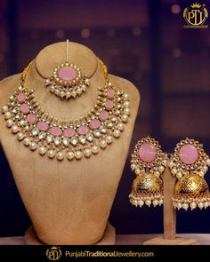 A beautiful necklace set that can make any outfit more charming and classy featured:- Rose Pink Kundan Necklace Set Indian Jewelry Sets, Indian Wedding Jewelry, Bridal Jewelry Sets, India Jewelry, Western Jewelry, Bridal Jewellery, Fancy Jewellery, Stylish Jewelry, Fashion Jewelry