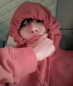 Seungyoun just being an uwu baby 💗 Fake Images, Boy Images, Kpop Gifs, Boy Idols, Fandom, Fans Cafe, Girls Uniforms, Ulzzang Boy, Spice Girls