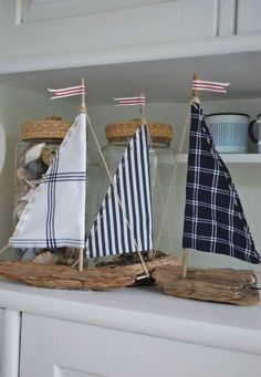 "mamas kram: ""outside room"" us driftwood, fabric remnants, string and plant sticks . - mamas kram: We made boats out of driftwood, fabric remnants, string and plant sticks. Driftwood Projects, Driftwood Art, Driftwood Ideas, Driftwood Mobile, Painted Driftwood, Decorating With Driftwood, Driftwood Furniture, Driftwood Beach, Painted Wood"